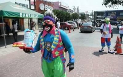 Payasos salen a las calles a pedir ayuda ante pandemia en ...